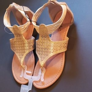 Summer gold colored sandals sz8